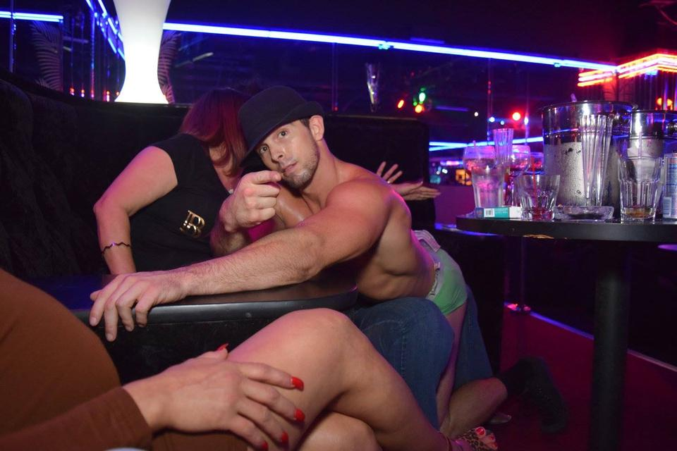 Tampa strip club offers face masks to customers to fight spread of coronavirus